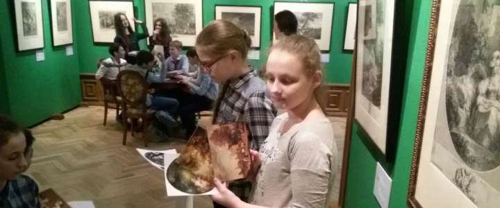 "ILS 6m3 students learn about ""Russian traces"" in French art at French engraving exhibition"