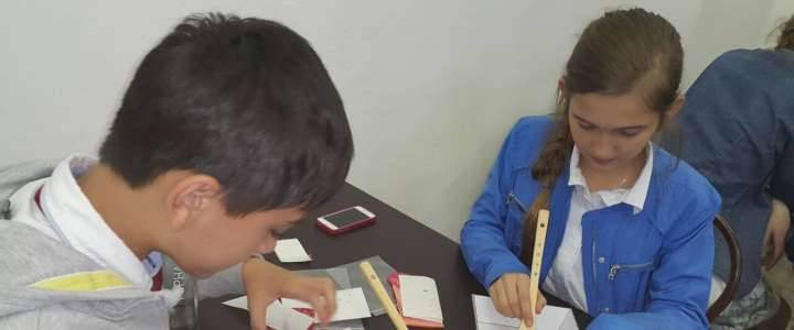 MLS fifth graders learn hanchui paper craft during Korean Culture Festival in Vladivostok