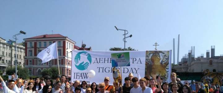 ILS students, Vladivostok residents, honor the King of the Wilderness