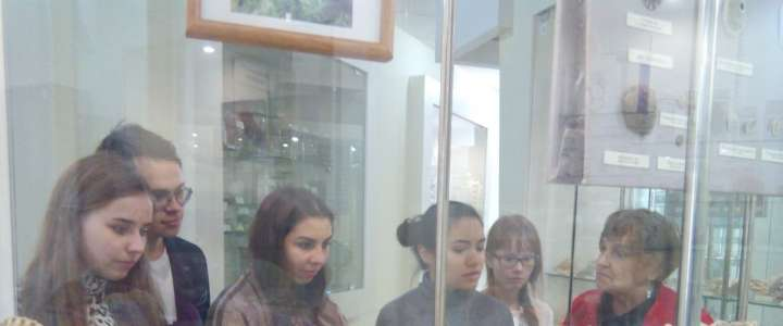 ILS 10th graders study history at FEFU museum
