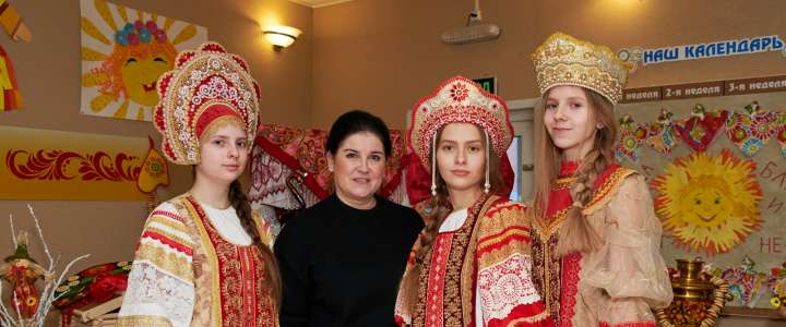 Boyarushka Studio shows the beauty of Russian costumes to students from European Pro-gymnasium