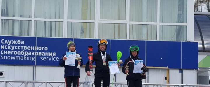 ILS students perform well at Yuzhno-Sakhalinsk downhill skiing competition