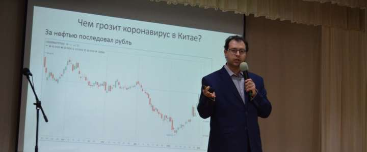 Candidate in Economic Sciences Maksim Krivelevich gives lecture at ILS