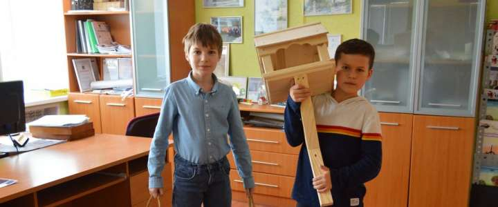 Good Spring: ILS students make 21 bird feeders and a squirrel house